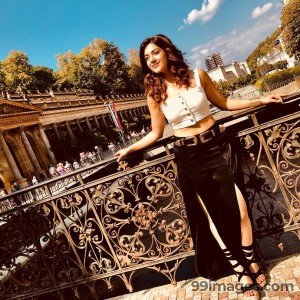 Mehrene Kaur Pirzada Latest Photos & HD Wallpapers (1080p)
