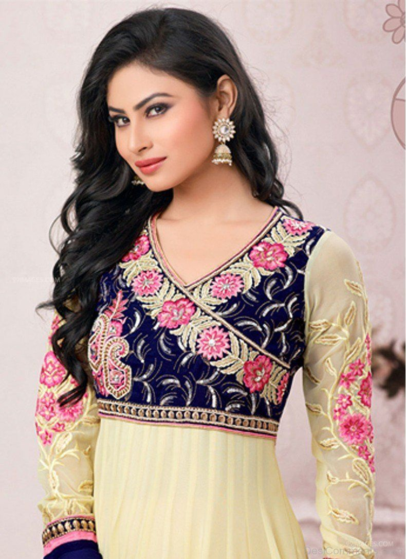 Mouni Roy Cute HD Photos (1080p) (7684) - Mouni Roy