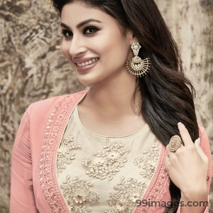 Mouni Roy Cute HD Photos (1080p) - #7633