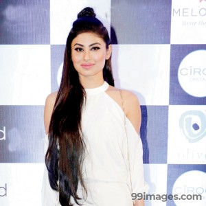 Mouni Roy Cute HD Photos (1080p) - #7632