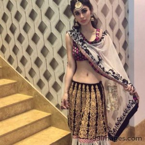Mouni Roy Cute HD Photos (1080p) - #7628