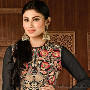 Mouni Roy Cute HD Photos (1080p) - #7641