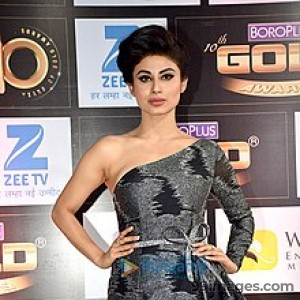 Mouni Roy Cute HD Photos (1080p) - #7629