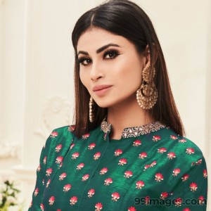 Mouni Roy Cute HD Photos (1080p) - #7637