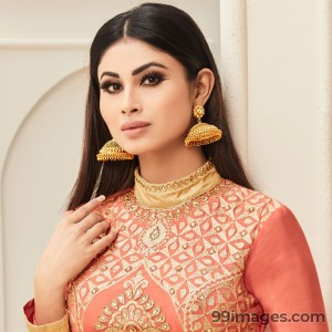 Mouni Roy Cute HD Photos (1080p)
