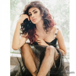 Mouni Roy Cute HD Photos (1080p) - #7626
