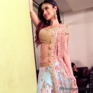 Mouni Roy Cute HD Photos (1080p) - #7636
