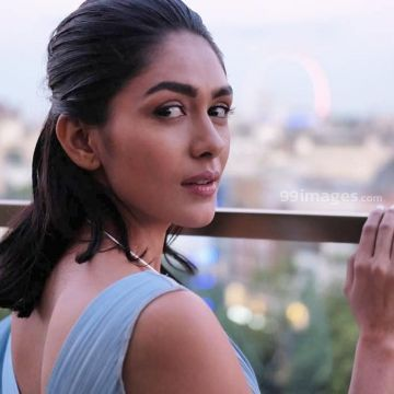 Mrunal Thakur Beautiful HD Photoshoot Stills & Mobile Wallpapers HD (1080p) - mrunal thakur,bollywood,actress,hd photos,hd wallpapers