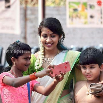Navya Nair Beautiful Photos & Mobile Wallpapers HD (Android/iPhone) (1080p) - #30470