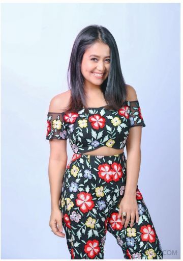Neha Kakkar Beautiful Photos & Mobile Wallpapers HD (Android/iPhone) (1080p) (neha kakkar, actress, television anchor, bollywood, singer, hd wallpapers)