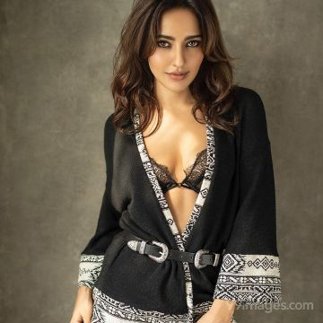 Neha Sharma Hot HD Photos & Mobile Wallpapers (1080p))