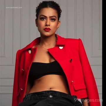 Nia Sharma Cute HD Photos (1080p)