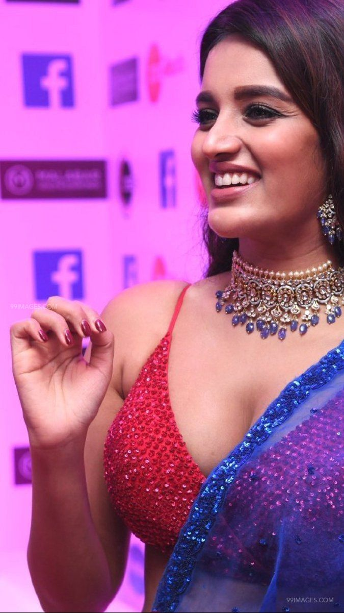 Nidhhi Agerwal Hot HD Stills at Zee Telugu Kutumbam Awards Function (41366) - Nidhhi Agerwal