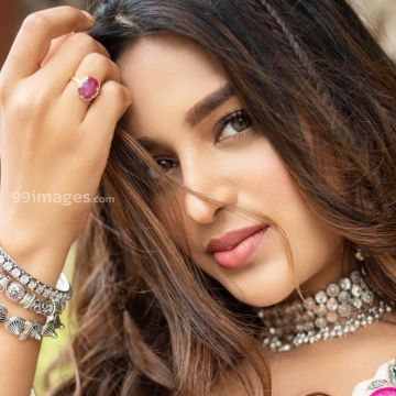 Nidhhi Agerwal Hot HD Photos & Wallpapers