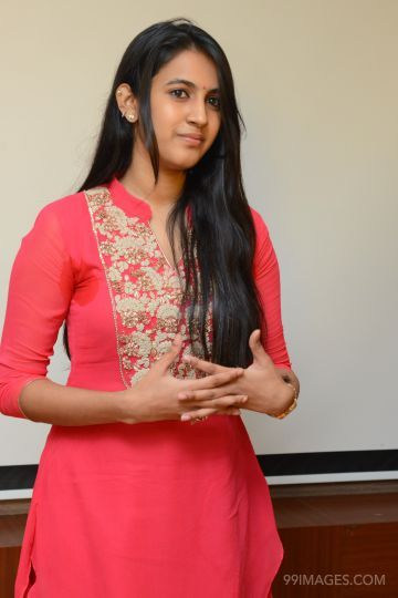 Niharika Konidela Best HD Photos (1080p)