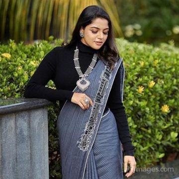 Nikhila Vimal Latest Hot HD Photoshoot Photos / Wallpapers (1080p)