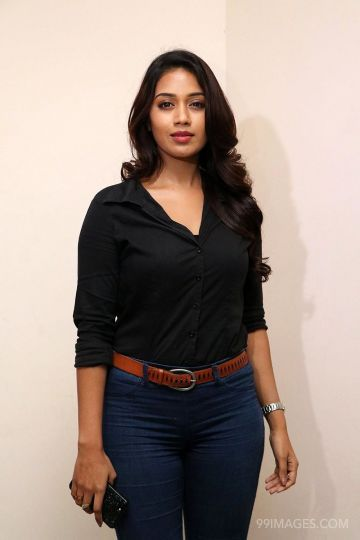 Nivetha Pethuraj Cute HD Photos (1080p)