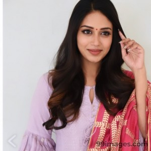 Nivetha Pethuraj Beautiful HD Photoshoot Stills & Mobile Wallpapers HD (1080p) - #19486
