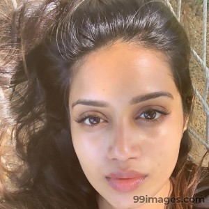 Nivetha Pethuraj Beautiful HD Photoshoot Stills & Mobile Wallpapers HD (1080p) - #19474