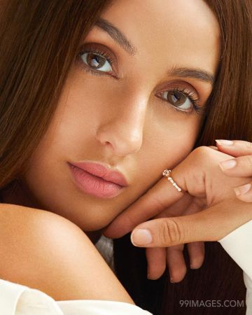 Nora Fatehi Latest Hot HD Photos & Mobile Wallpapers (1080p)