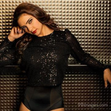 Pooja Banerjee Hot HD Photos / Wallpapers (1080p) (Instagram / Facebook)