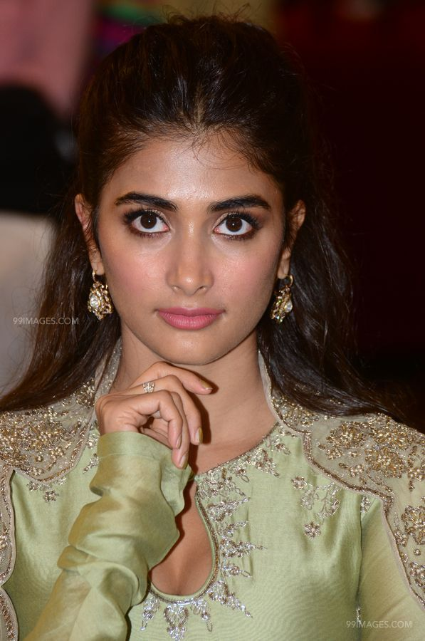 Actress Pooja Hegde at Gaddalakonda Ganesh Success Meet photos HD (1080p) (41245) - Pooja Hegde