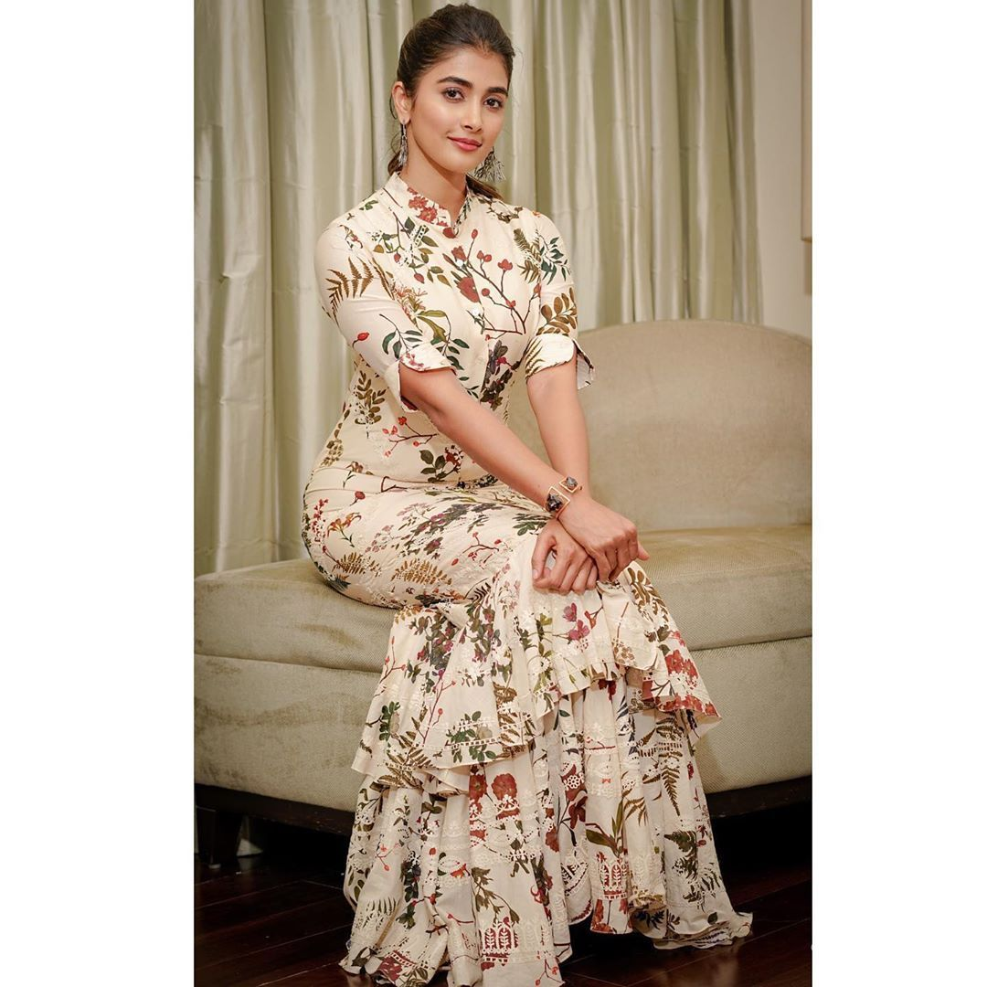 Pooja Hegde Beautiful HD Photoshoot Stills & Mobile Wallpapers HD (1080p) (20893) - Pooja Hegde