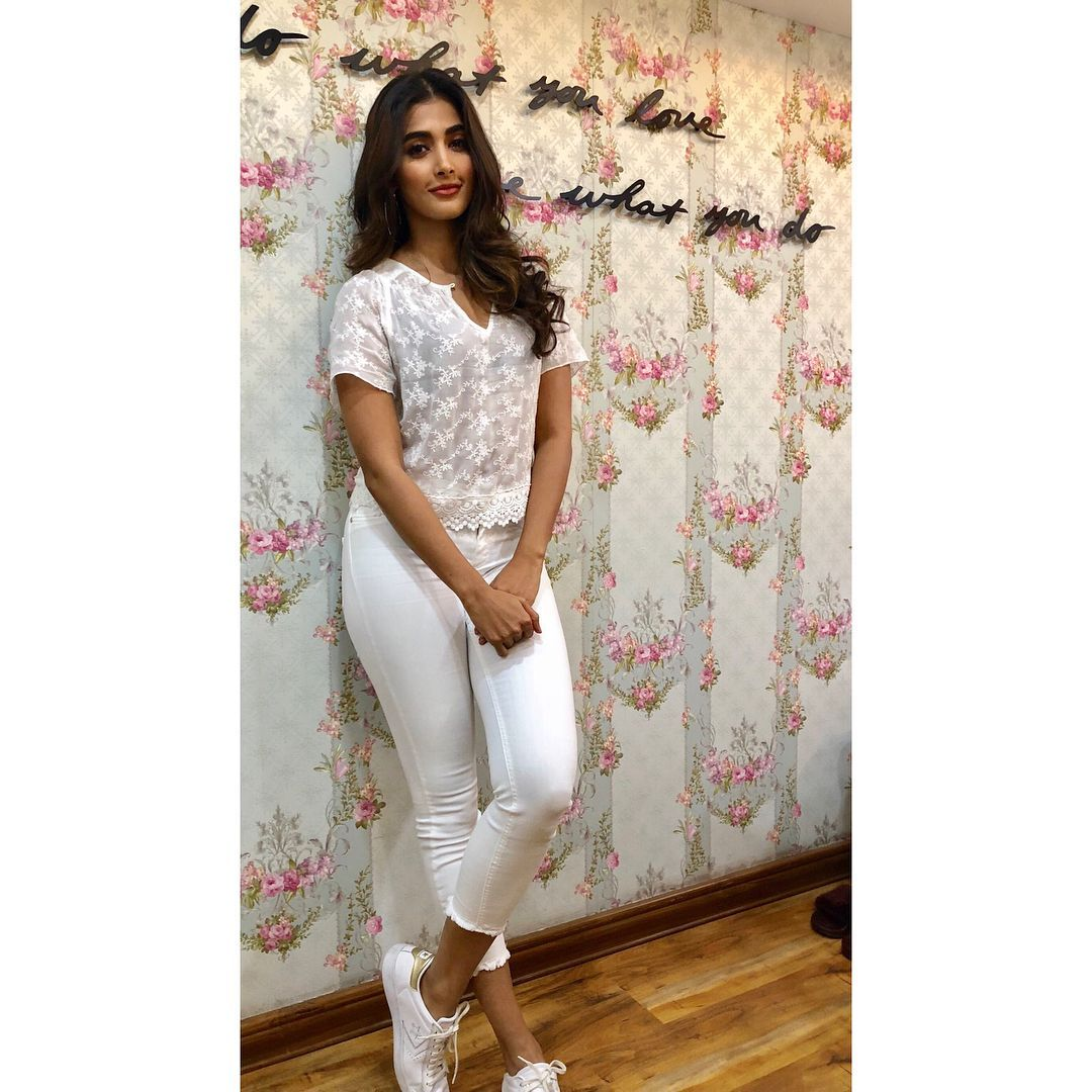 Pooja Hegde Beautiful Photos & Mobile Wallpapers HD (Android/iPhone) (1080p) (21031) - Pooja Hegde