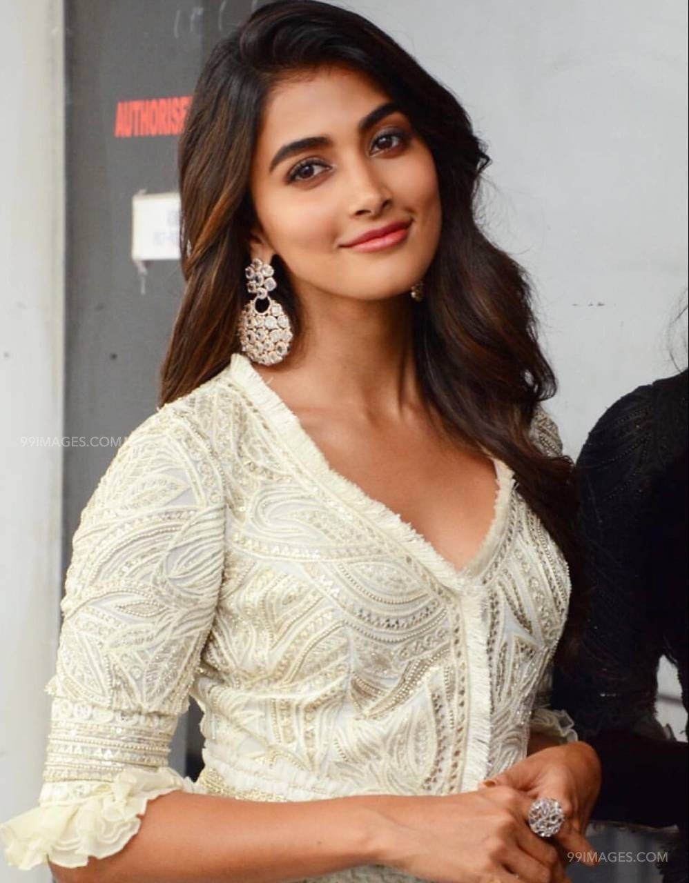 Pooja Hegde Hot HD Photos & Wallpapers for mobile (1080p) (43385) - Pooja Hegde