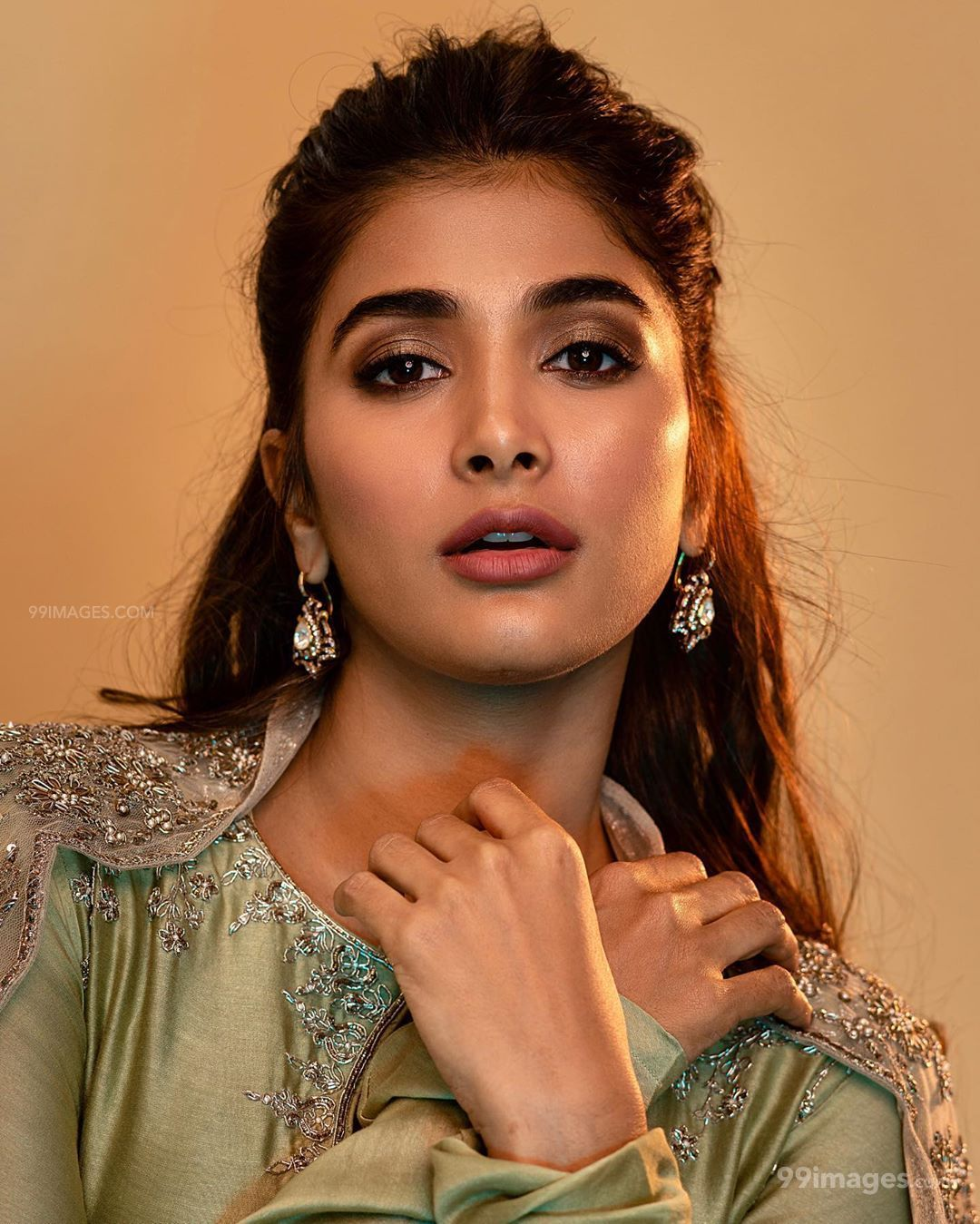 Pooja Hegde Hot HD Photos & Wallpapers for mobile (1080p) (40998) - Pooja Hegde