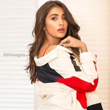 Pooja Hegde Latest Hot Photoshoot in Housefull 4 Promotions Function (HD Photos in 1080p)
