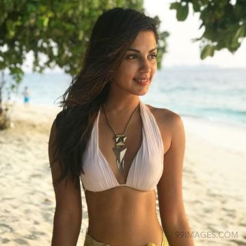 Rhea Chakraborty Hot HD Photos & Mobile Wallpapers (1080p)