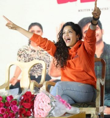 Ritika Singh Beautiful Photos & Mobile Wallpapers HD (Android/iPhone) (1080p)