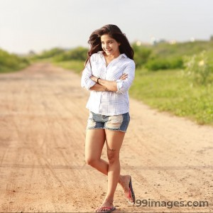 Sakshi Agarwal Beautiful Photos & Mobile Wallpapers HD (Android/iPhone) (1080p) - #22850