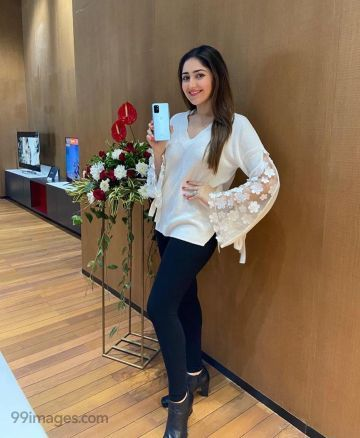 Sayesha Saigal Latest Beautiful HD Photos (1080p)