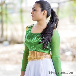 Shalini Pandey Beautiful Photos & Mobile Wallpapers HD (Android/iPhone) (1080p)