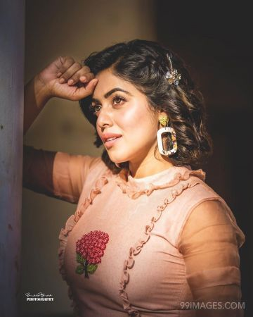 Shamna Kasim (Poorna) Beautiful Photoshoot in Pink Dress HD