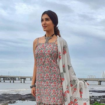Shiny Doshi Latest Hot HD Photos & Mobile Wallpapers (1080p)