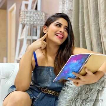 Shivani Narayanan Latest Hot HD Photos / Wallpapers (1080p) (Instagram / Facebook)