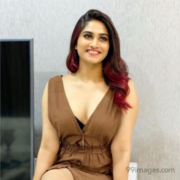 Shivani Narayanan(Bigg Boss) Latest Hot HD Photos / Wallpapers (1080p) (Instagram / Facebook)