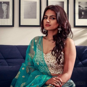 Shraddha Srinath Hot HD Photos (1080p) - #5652