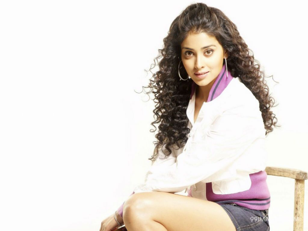 Shriya Saran Beautiful HD Photoshoot Stills (1080p) (3303) - Shriya Saran