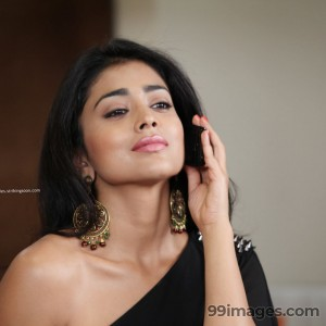 Shriya Saran Beautiful HD Photoshoot Stills (1080p) - #3264