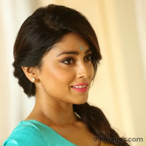 Shriya Saran Beautiful HD Photoshoot Stills (1080p)