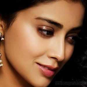 Shriya Saran Beautiful HD Photoshoot Stills (1080p) - #3250