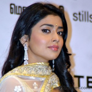 Shriya Saran Beautiful HD Photoshoot Stills (1080p) - #3314