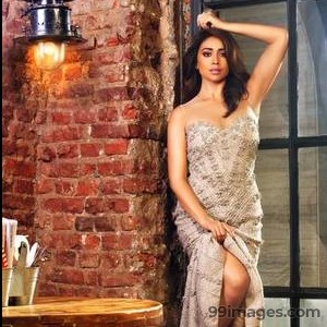 Shriya Saran Beautiful HD Photoshoot Stills (1080p) - #3256