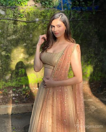 Simran Kaur Mundi Beautiful HD Photoshoot Stills & Mobile Wallpapers HD (1080p)