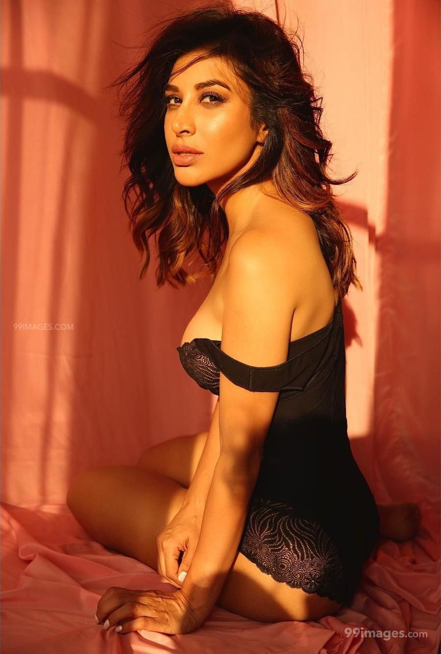 Sophie Choudry Hot HD Photos & Mobile Wallpapers (1080p) (621139) - Sophie Choudry