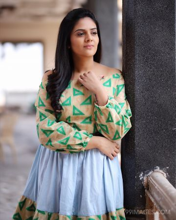Sreemukhi Beautiful HD Photoshoot Stills & Mobile Wallpapers HD (1080p) (sreemukhi, television actress, hd images, tollywood, bollywood)